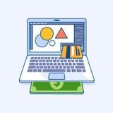 L'ordinateur portable indépendant de concepteur avec la carte de crédit de revenu donne l'argent font Images libres de droits