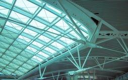 L'organizzazione d'acciaio della costruzione del tetto moderno della stazione Fotografia Stock Libera da Diritti