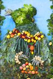 L'organizzazione delle verdure e della frutta su un grande supporto Immagini Stock