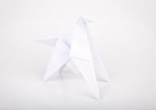 L'origami de la nouvelle année 2014 empaquette le cheval. Image stock