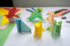 L'origami loup et oiseau des enfants du papier coloré Photo libre de droits