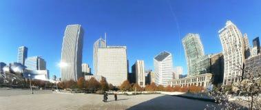 L'orizzonte del Chicago ha riflesso sul   fotografia stock libera da diritti
