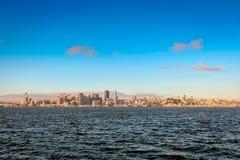 L'orizzonte della città di San Francisco ad alba Fotografia Stock Libera da Diritti