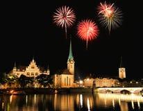 L'orizzonte della città di Zurigo alla notte Fotografia Stock Libera da Diritti