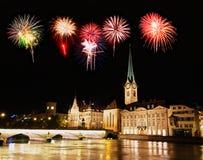 L'orizzonte della città di Zurigo alla notte Immagini Stock Libere da Diritti