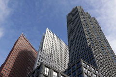 L'orizzonte di Aia si è formato in grattacieli nel Wijnhaven Immagini Stock Libere da Diritti
