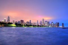 L'orizzonte di Chicago attraverso il lago Michigan Fotografia Stock