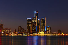 L'orizzonte di Detroit alla notte Fotografie Stock Libere da Diritti