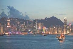 L'orizzonte di Hong Kong China poco tempo dopo il tramonto fotografie stock