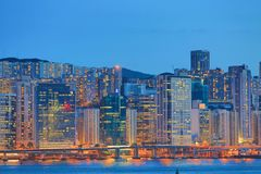 L'orizzonte di Hong Kong China poco tempo dopo il tramonto fotografia stock