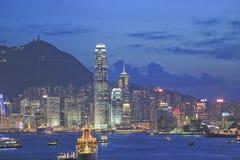 L'orizzonte di Hong Kong China poco tempo dopo il tramonto immagine stock