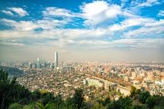 L'orizzonte di Santiago nel Cile fotografia stock