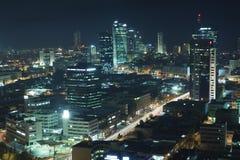 L'orizzonte di Tel Aviv - città di notte Fotografie Stock Libere da Diritti