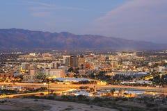 L'orizzonte di Tucson al crepuscolo Fotografie Stock Libere da Diritti