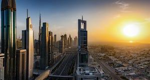 L'orizzonte e le vie del Dubai, Emirati Arabi Uniti fotografie stock