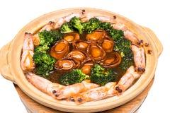 L'ormeau braisé par Chinois, crevette rose a mélangé le plat Photos stock