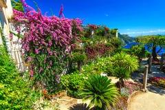 L'Ornamental a suspendu le jardin, jardin de Rufolo, Ravello, côte d'Amalfi, Italie, l'Europe Images libres de droits