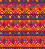 L'ornamentale indigeno decorativo luminoso del tessuto etnico ha barrato il modello senza cuciture Immagini Stock Libere da Diritti