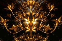 L'oro del primo piano shinny la struttura sul fiore di luminosità con fondo nero fotografie stock libere da diritti