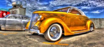 L'oro di lusso ha dipinto 1936 Ford convertibili fotografie stock