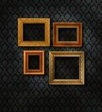 L'oro incornicia la parete del damasco Fotografia Stock