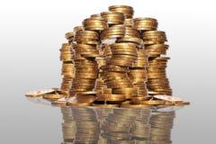 L'oro si eleva monete di oro Immagini Stock Libere da Diritti