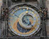 L'orologio astronomico di Praga nel fronte di orologio là è inoltre la z Immagini Stock Libere da Diritti