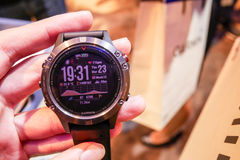 L'orologio astuto di Garmin Fenix 5 è stato rivelato in Tailandia Fotografia Stock Libera da Diritti