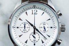 L'orologio degli uomini Immagini Stock