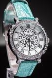 L'orologio delle belle donne Immagini Stock