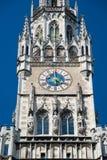L'orologio di nuovo edificio di municipio Monaco di Baviera, Germania Fotografie Stock Libere da Diritti