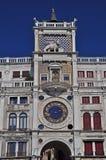 L'orologio sulla basilica del quadrato del contrassegno della st Immagine Stock