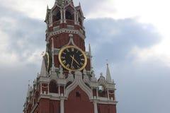 L'orologio sullo Spasskaya & sul x28; Frolov& x29; torre Immagine Stock Libera da Diritti