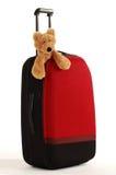 L'orsacchiotto riguarda una valigia con la maniglia lunga fotografia stock