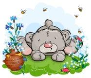 L'ours de nounours se trouve sur une clairière avec un pot de miel Images stock