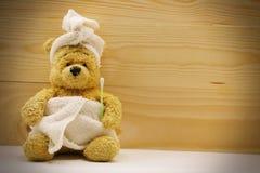 L'ours est dans la salle de bains Image stock