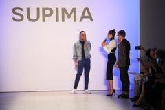 (L-R) Supima projekta Turniejowy finalista Jeffrey Taylor na scenie podczas Supima projekta rywalizaci 2016 fotografia stock
