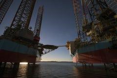 Öl Rig And Wind Power Lizenzfreie Stockfotos