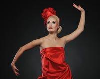 L senhora no vestido vermelho Fotografia de Stock Royalty Free