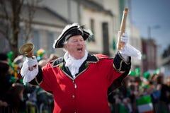 L. Silke, pregonero de ciudad de Galway en el desfile de St.Patrick Imágenes de archivo libres de regalías