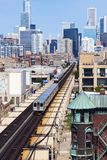 L tren que va hacia el centro de la ciudad de Chicago fotos de archivo