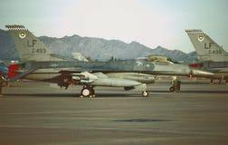 L'U.S. Air Force General Dynamics F-16C 88-0493 sur l'en ligne de vol le 5 octobre 1999 Image stock