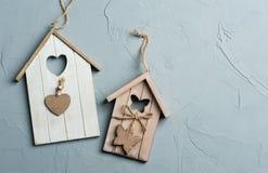 L'uccello di legno alloggia i giocattoli Fotografia Stock
