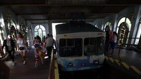 L'Ucraina, Kiev 25 agosto 2018 Trasporto pubblico Kiev di storia di ecologia della ferrovia della città funicolare di estate L'er archivi video