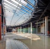 L'Ucraina, Kiev Alta costruzione di aumento che va in su Progredisca nella costruzione della Repubblica del centro commerciale Fotografia Stock
