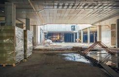L'Ucraina, Kiev Alta costruzione di aumento che va in su Progredisca nella costruzione della Repubblica del centro commerciale Immagini Stock