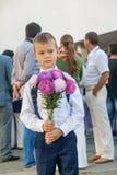 L'Ucraina Kiev - 1° settembre 2016 Il ragazzo del primo selezionatore con flusso Fotografia Stock