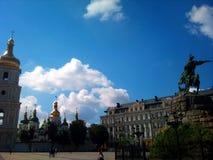 L'Ucraina Kiev, Sophia Square, monumento a Bogdan Khmelnitsky in autunno fotografia stock libera da diritti