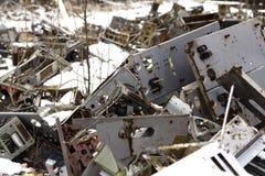 l'ucraina Zona di esclusione di Cernobyl - 2016 03 20 Vecchie parti di metallo alla base militare del Soviet del abandonet Fotografia Stock