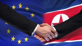 L'UE et la poignée de main de la Corée du Nord, des relations internationales d'amitié marquent le fond clips vidéos